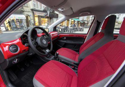 2013 Volkswagen Cross Up 23