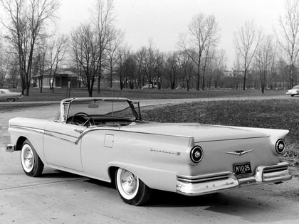 1957 Ford Fairlane 500 Skyliner retractable hardtop 12
