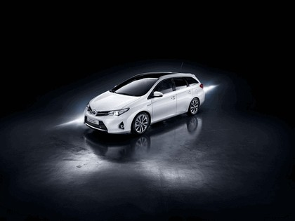 2013 Toyota Auris Touring Sports 1