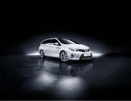 2013 Toyota Auris Touring Sports 2