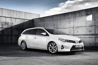 2013 Toyota Auris Touring Sports 11