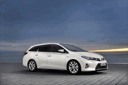 2013 Toyota Auris Touring Sports 13