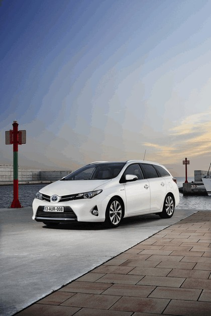 2013 Toyota Auris Touring Sports 16