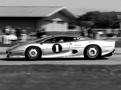 1990 Jaguar XJ220 race car 4