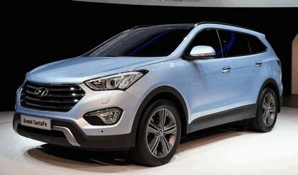 2013 Hyundai Grand Santa Fe 1