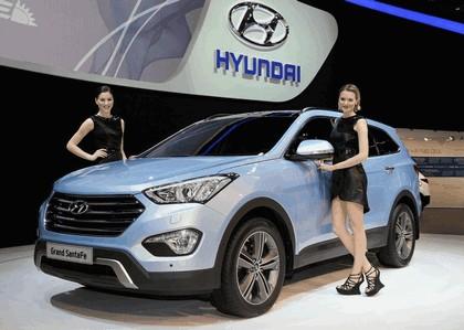 2013 Hyundai Grand Santa Fe 2