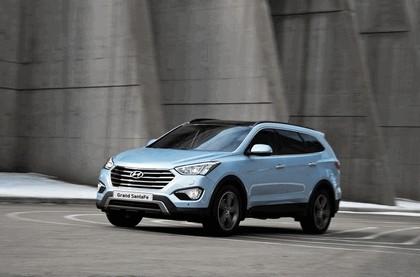 2013 Hyundai Grand Santa Fe 16