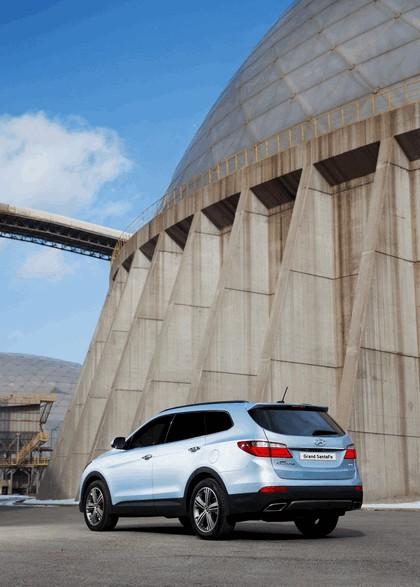 2013 Hyundai Grand Santa Fe 17