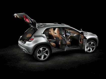 2013 Mercedes-Benz GLA concept 10