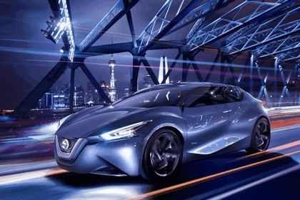 2013 Nissan Friend-ME concept 32