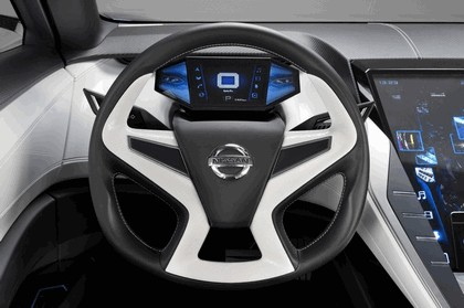 2013 Nissan Friend-ME concept 38