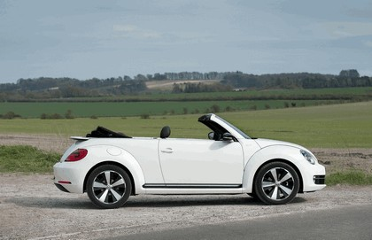 2013 Volkswagen Beetle cabriolet 60s white edition - UK version 9