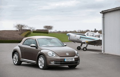 2013 Volkswagen Beetle cabriolet 70s edition - UK version 1
