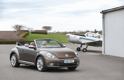 2013 Volkswagen Beetle cabriolet 70s edition - UK version 3