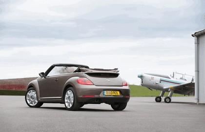 2013 Volkswagen Beetle cabriolet 70s edition - UK version 4