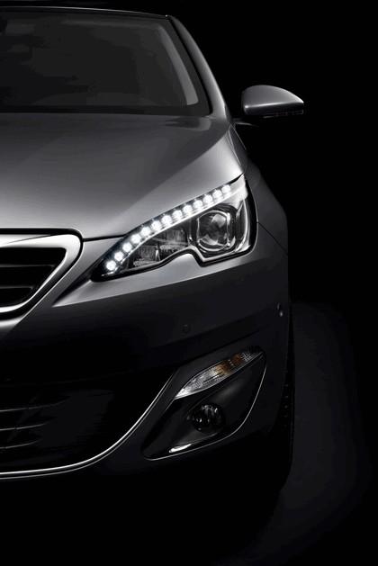 2013 Peugeot 308 5-door 14