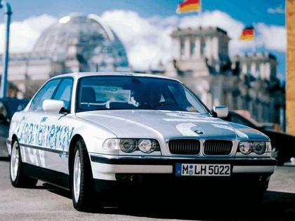 2000 BMW 750hL ( E38 ) Hydrogen V12 CleanEnergy concept 9