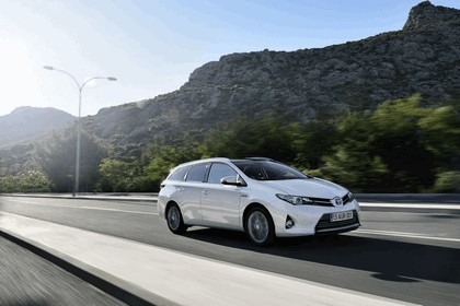 2013 Toyota Hybrid Touring Sports 8
