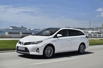 2013 Toyota Hybrid Touring Sports 17