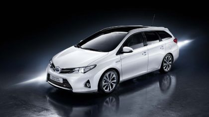 2013 Toyota Hybrid Touring Sports 8