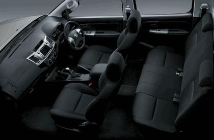 2013 Toyota Hilux Invincible 15