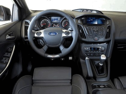 2013 Ford Focus ST-H 9