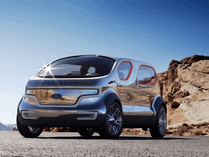 2007 Ford Airstream concept 9