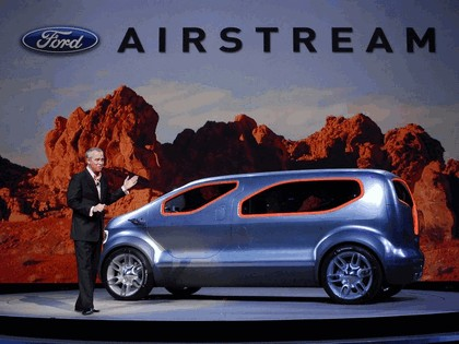 2007 Ford Airstream concept 23