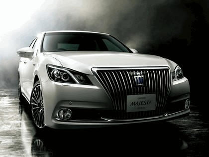 2013 Toyota Crown ( S210 ) Majesta 1