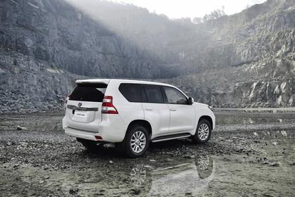 2014 Toyota Land Cruiser 9