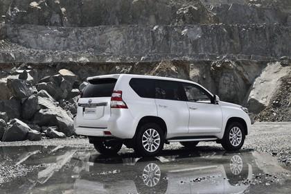 2014 Toyota Land Cruiser 13