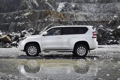 2014 Toyota Land Cruiser 14