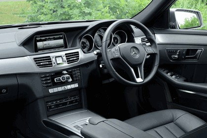 2013 Mercedes-Benz E220 CDI - UK version 38