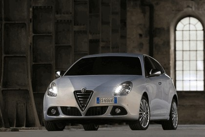 2014 Alfa Romeo Giulietta 11