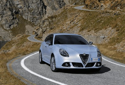 2014 Alfa Romeo Giulietta 28