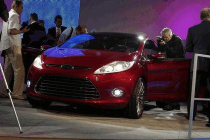 2007 Ford Verve concept 24