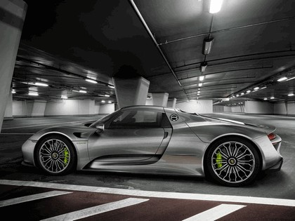 2014 Porsche 918 Spyder 10