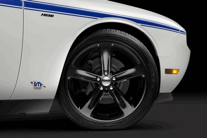 2013 Dodge Challenger HEMI Shaker 16
