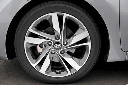 2014 Hyundai Elantra sedan Limited 16
