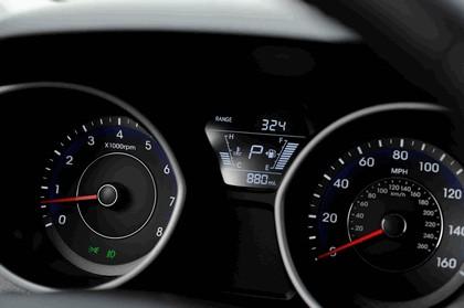 2014 Hyundai Elantra sedan Limited 23