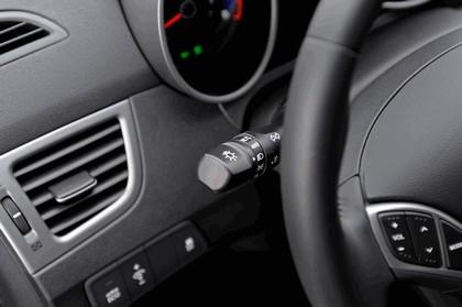 2014 Hyundai Elantra sedan Limited 25