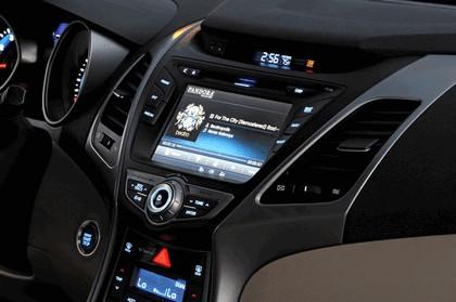2014 Hyundai Elantra sedan Limited 34