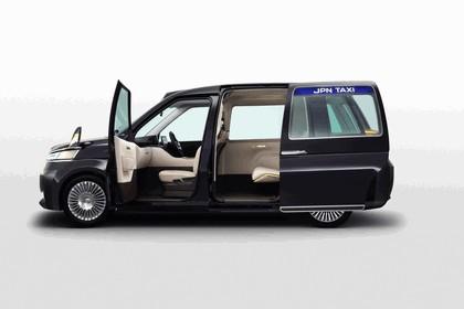 2013 Toyota JPN Taxi concept 9