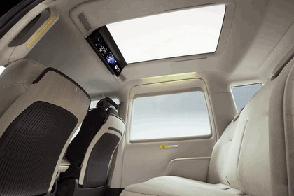 2013 Toyota JPN Taxi concept 12