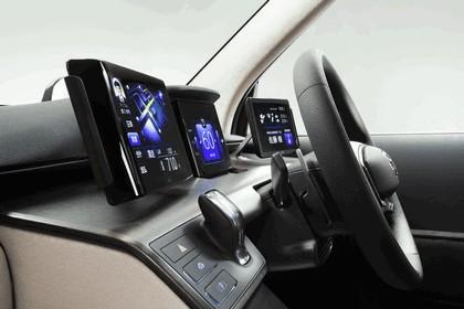 2013 Toyota JPN Taxi concept 17