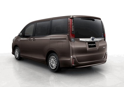 2013 Toyota Noah concept 2