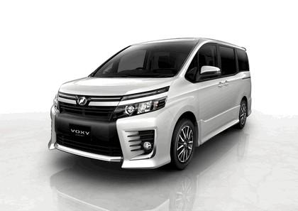 2013 Toyota Voxy concept 1