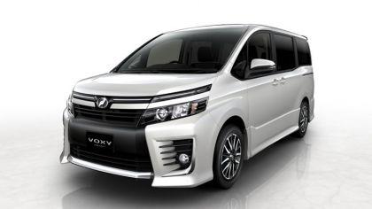2013 Toyota Voxy concept 5