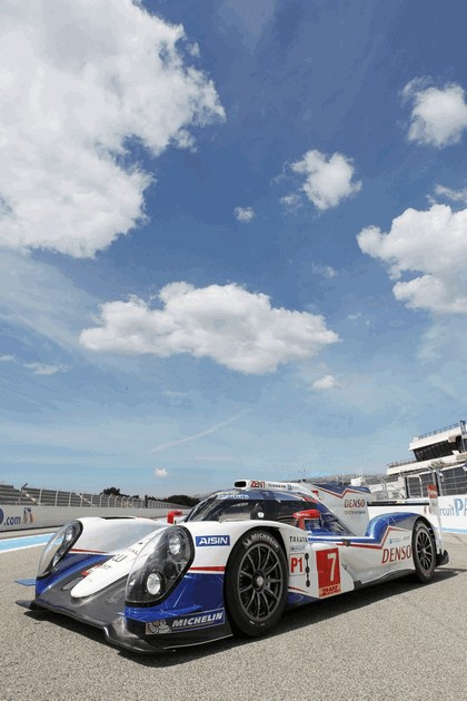 2014 Toyota TS040 Hybrid - on track launch 1
