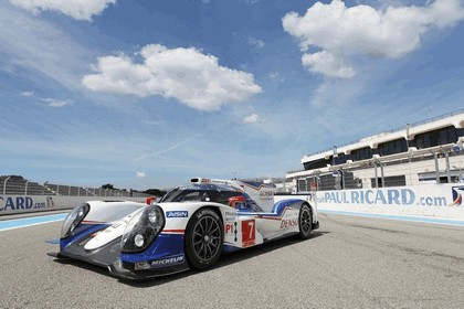 2014 Toyota TS040 Hybrid - on track launch 2